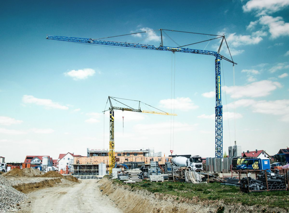 Dumberger goes up in the world with 6 Liebherr 125 K fast-erecting cranes