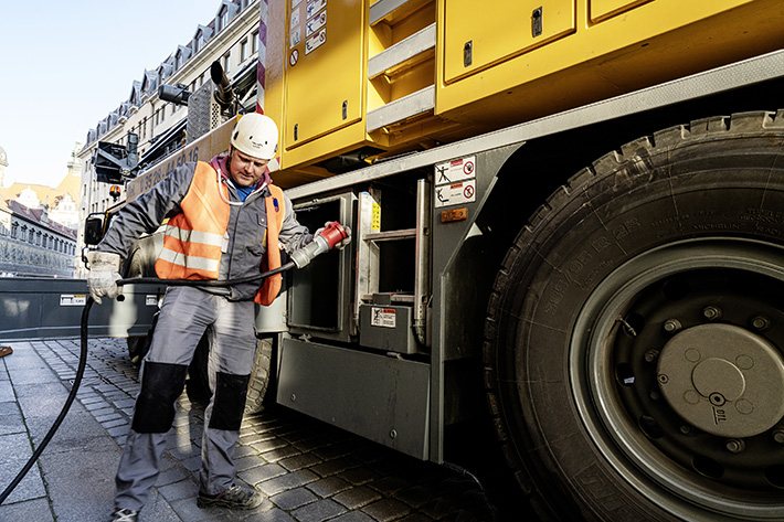 The sound of silence: To work in Dresden's historic old town without noise and emissions, Christian Jahn taps construction site electricity for his Liebherr mobile construction crane.