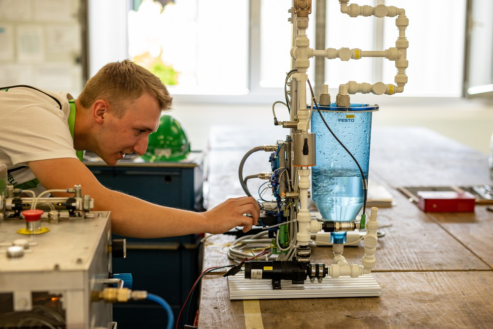 In addition to the practical information, the Herrenknecht apprentices at the ten work and demonstration stations were also glad to show their enthusiasm and dedication to their work.