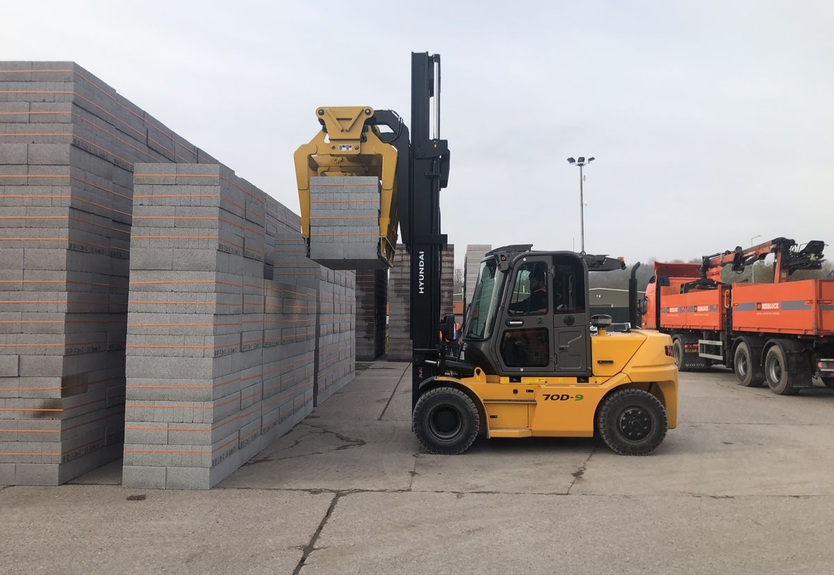 Compact Fork Trucks signs up with Hyundai and securing big Besblock deal
