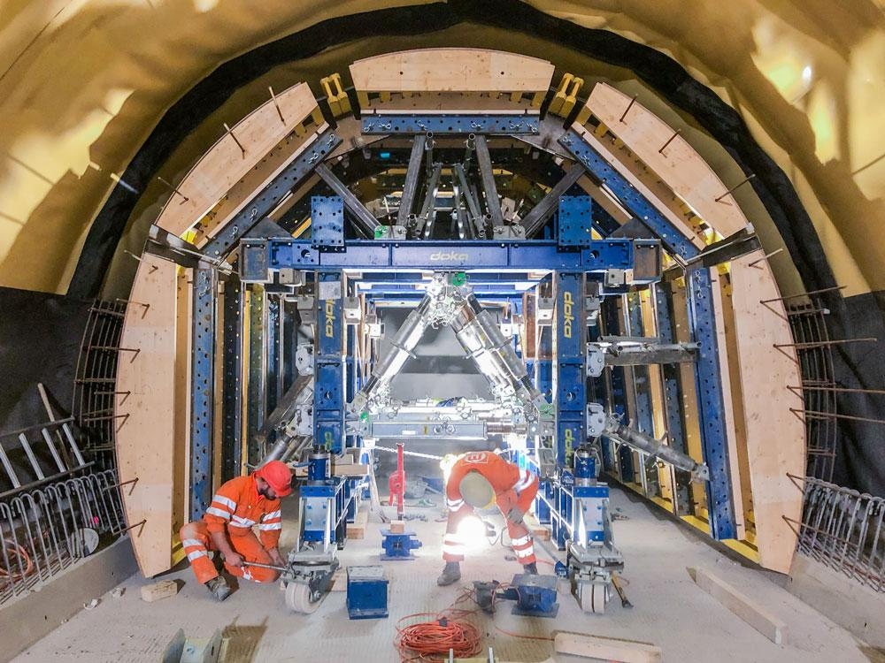 The smaller of the two SL-1 tunnel formwork carriages was fitted with wooden shuttering; the larger was given a steel shuttering. Copyright: Doka