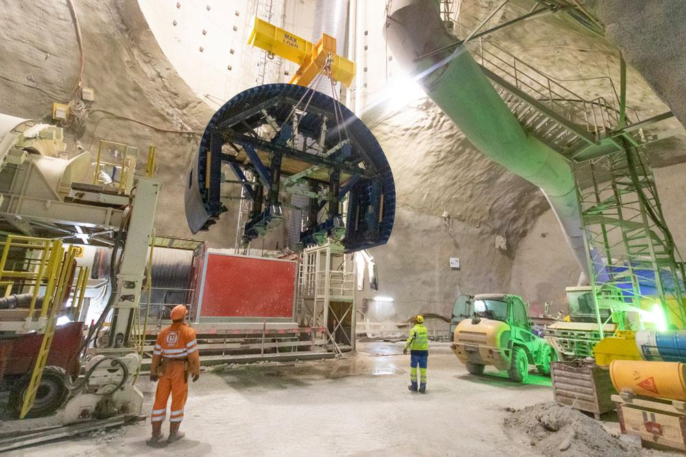 Only one way down: All the materials and equipment – including elements for the tunnel formwork carriages – have to be lowered by crane 60 m into the CERN access shaft. Copyright: Doka