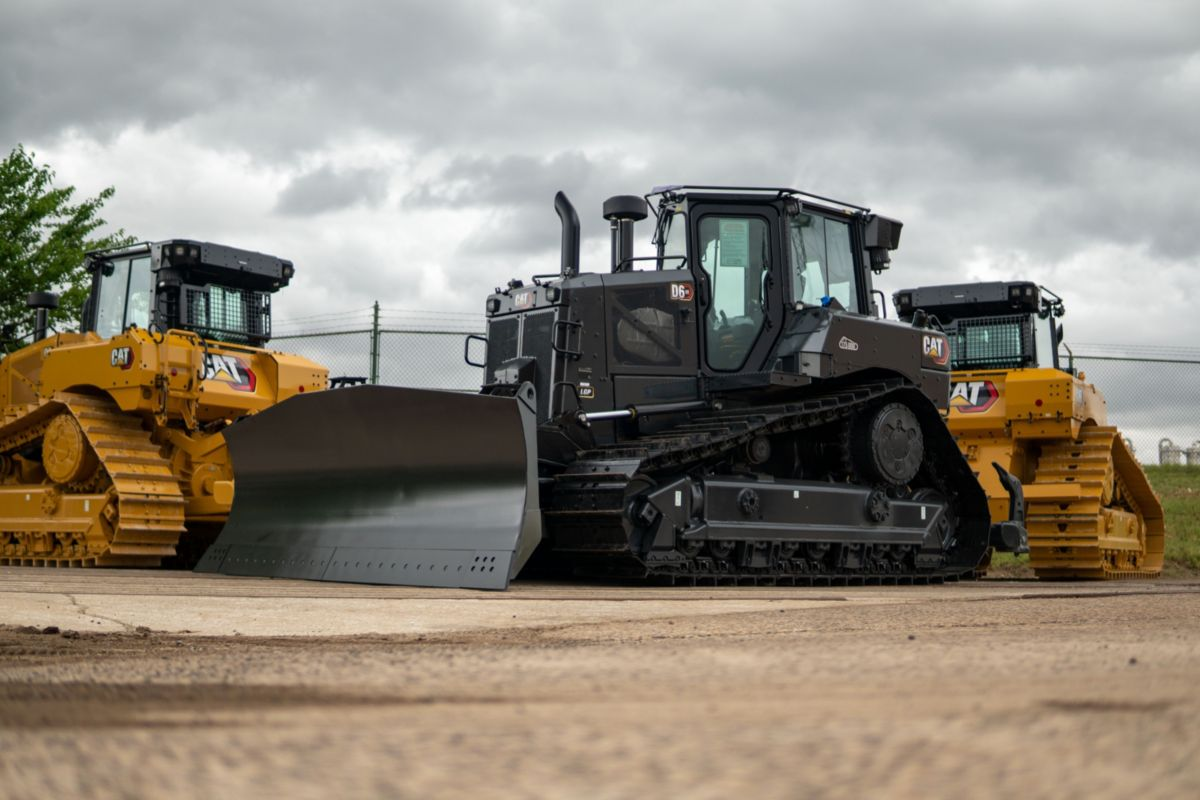 Caterpillar celebrates 35 years of production of 175,000 medium high drive dozers