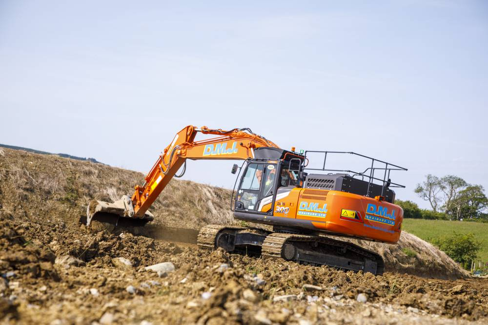 Hitachi's cab comfort a big hit with UK's first Zaxis-7 Excavator operators