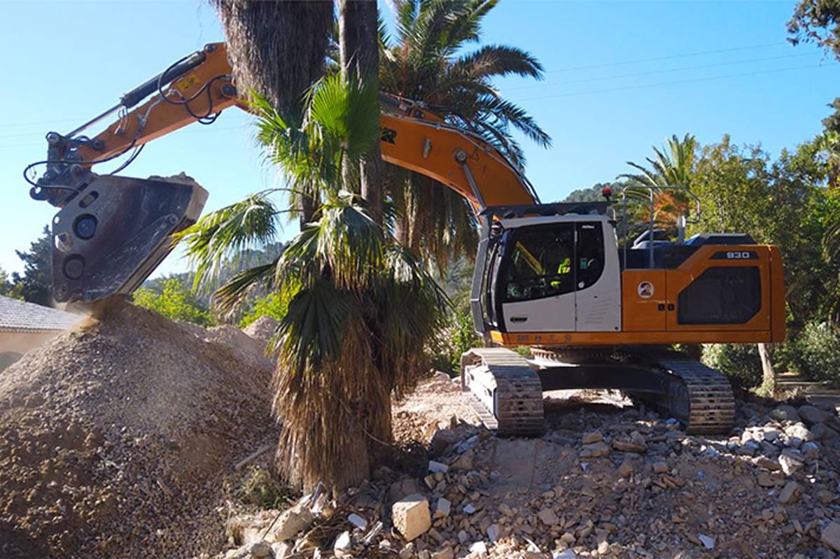 Liebherr R 930 G8 excavator heads to Palma de Majorca