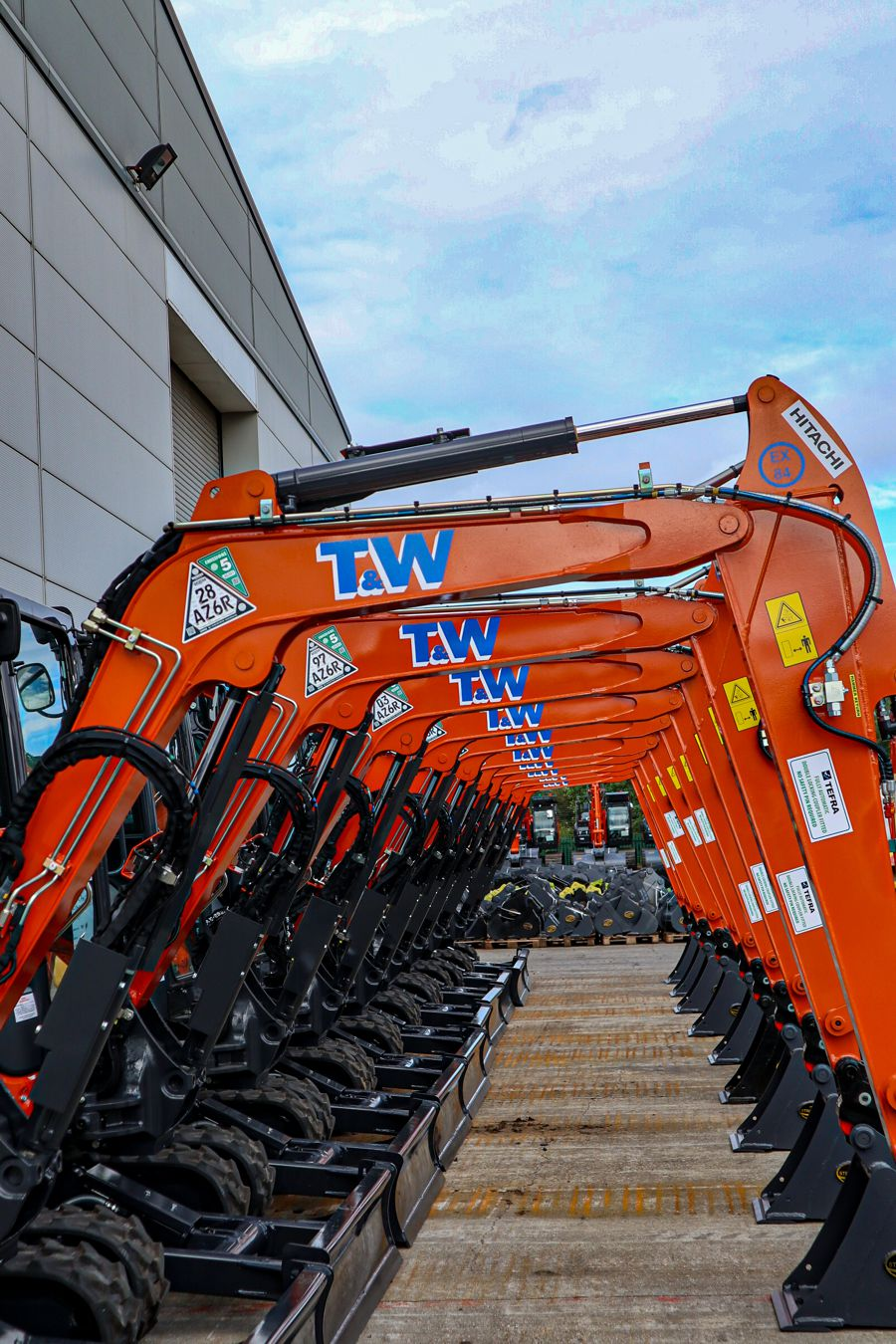 T & W Civil Engineering switch back to Hitachi with ten ZX33U-6 Excavators