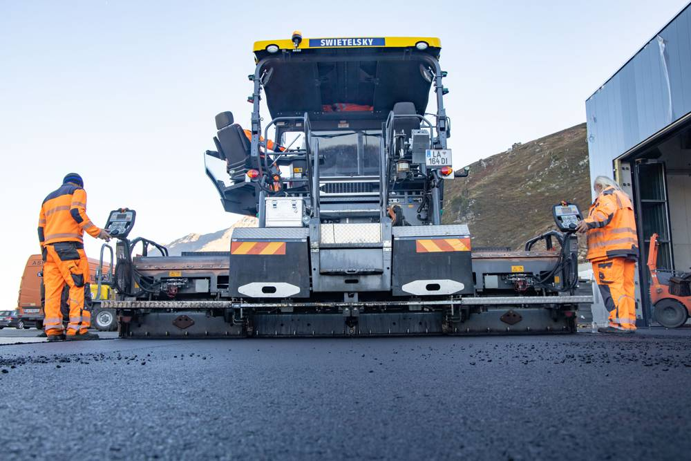 AB 500 TV Extending Screed: the extending screed can be combined with all VÖGELE pavers of the 2.5 m class and covers pave widths from 2.55 to 8.5 m (up to 8 m on the SUPER 1803-3i).