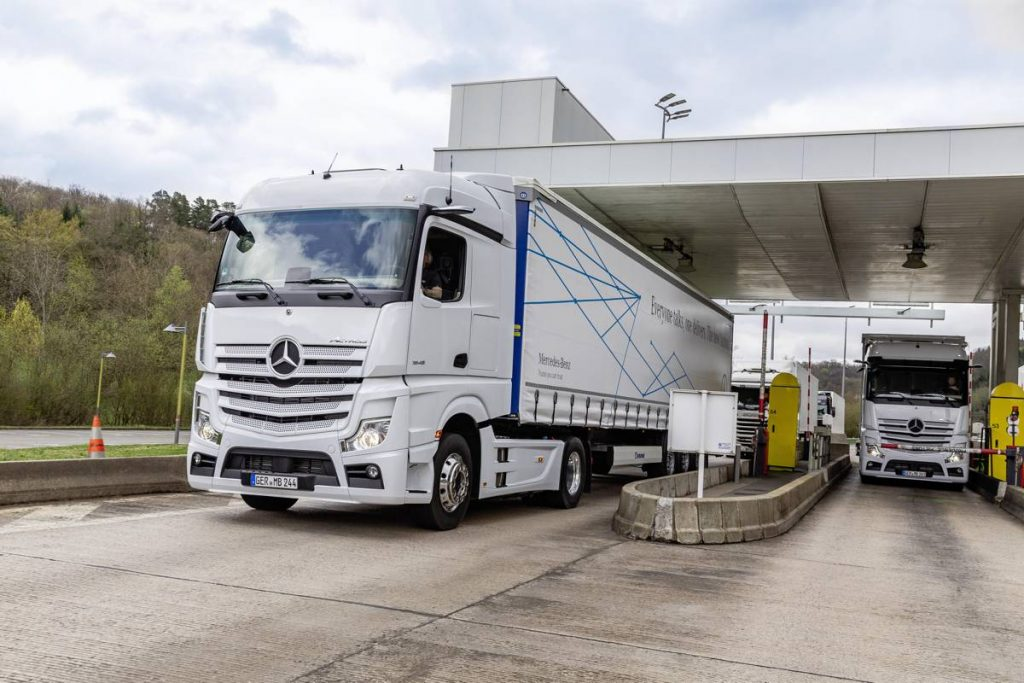 Daimler improve logistics with automatic communications process for inbound deliveries