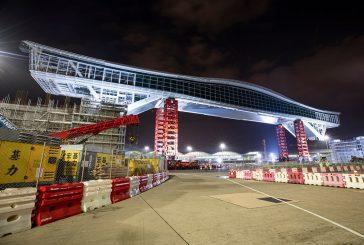 World's longest airside bridge lifted by Mammoet at Hong Kong International Airport