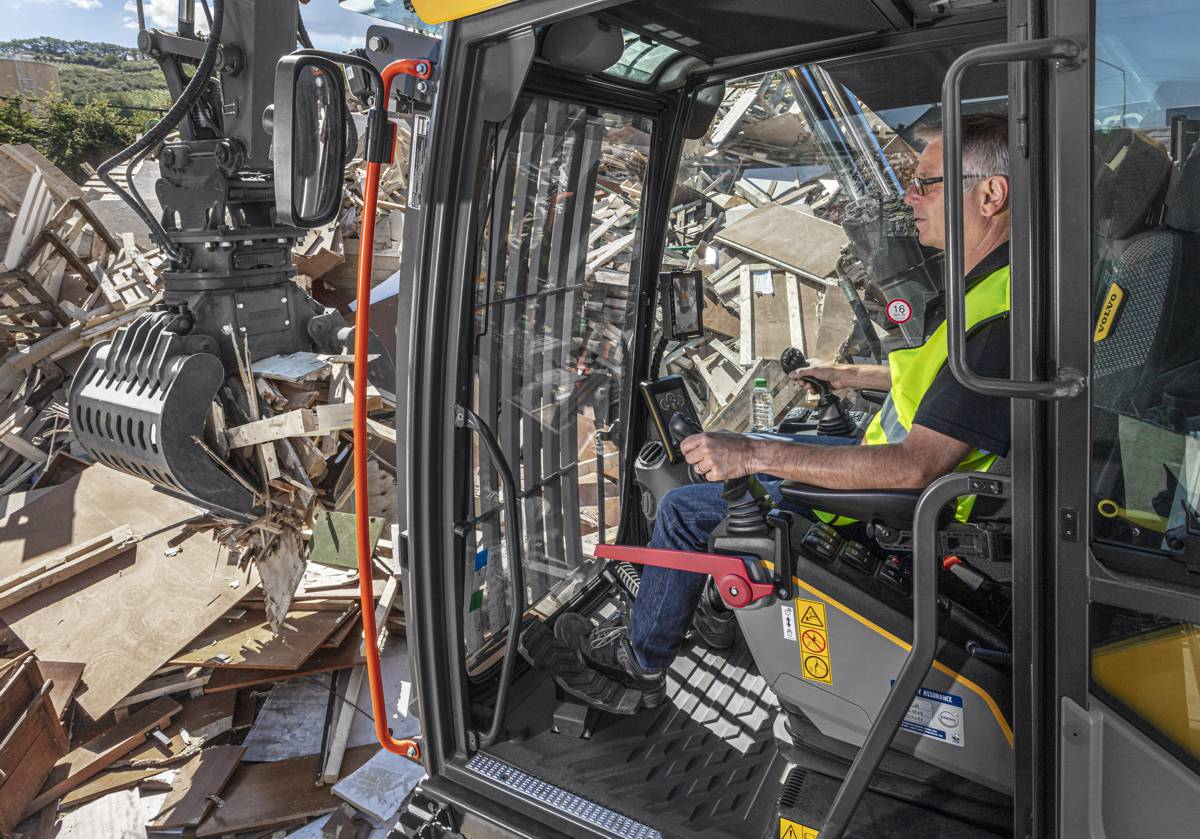 VolvoCE extends range and reach with new EW200 Material Handler