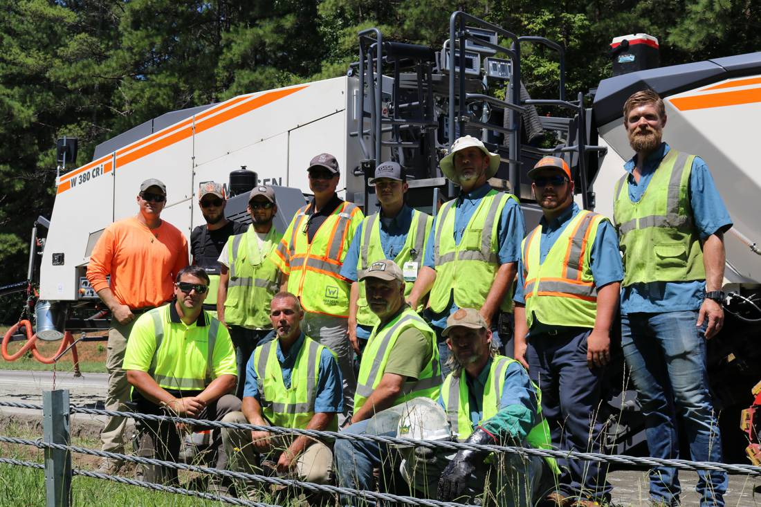 Outstanding technology, great vibes: the team from King Asphalt and the team from WIRTGEN AMERICA.