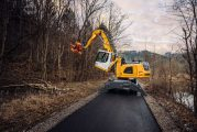 Liebherr presents new equipment combination for tree care and timber industry