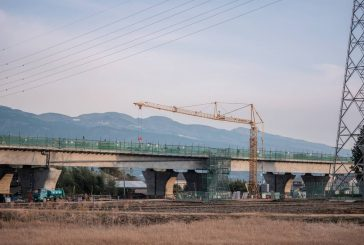 Earthquake-proofing Japan's bridges with Liebherr 42 K.1/J fast-erecting cranes