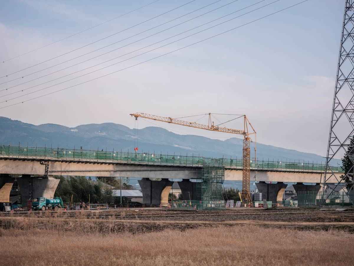 Five 42 K.1/J cranes are working on the construction of a motorway bridge close to Mount Fuji in the south east of Japan.