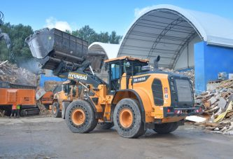 Waste handler BTU Hartmeier upgrades fleet with new Hyundai Loader in Munich
