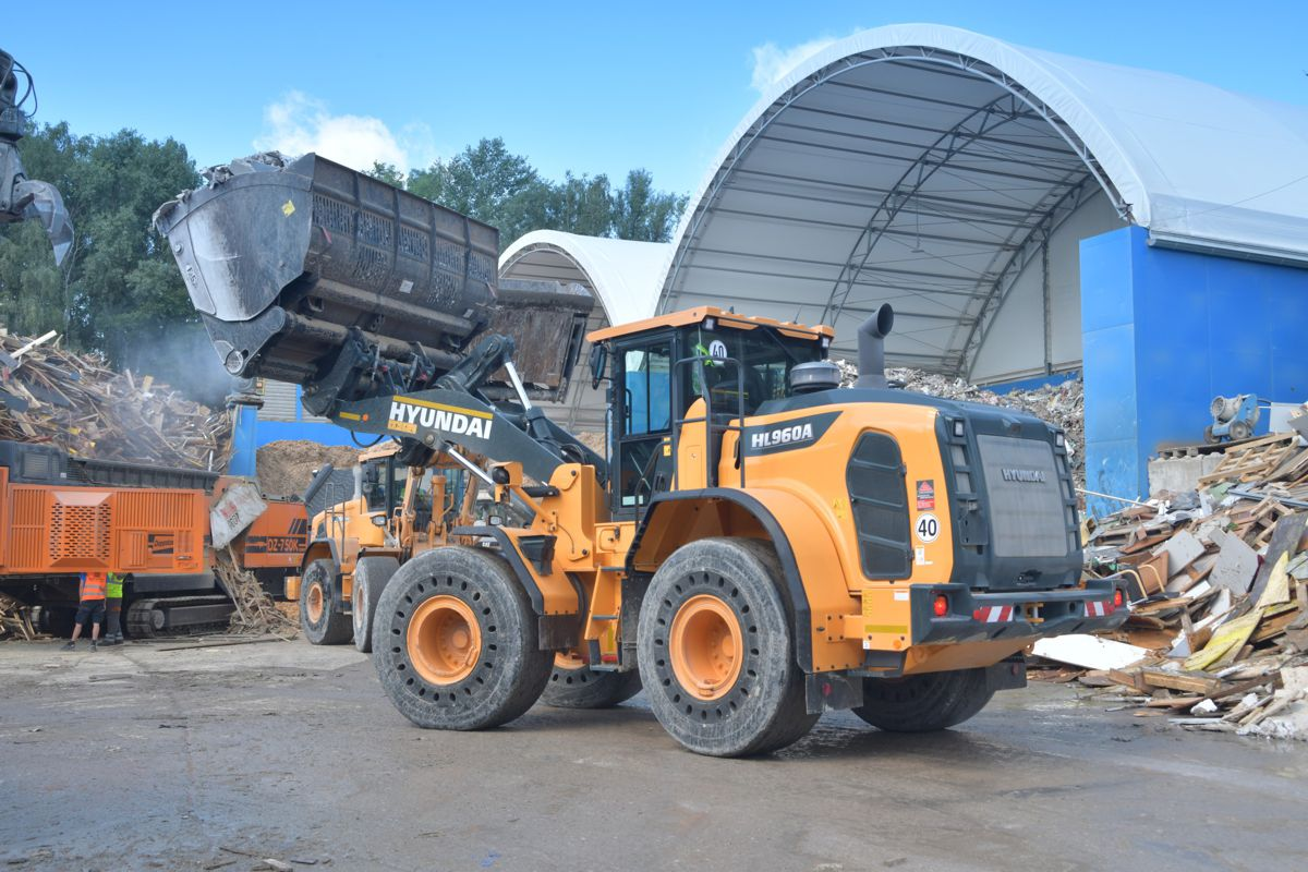 Waste handler BTU Hartmeier upgrades fleet with new Hyundai HL960A wheel loader