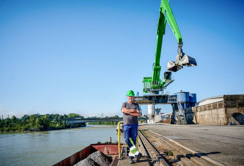 Operator Peter Streimelweger is convinced that he has the finest workplace in the port of Enns