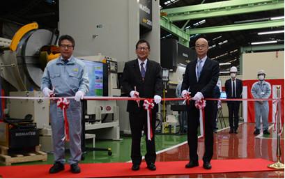 Left: Tamizu Komatsu Tochigi Factory Manager Center: Fujita Komatsu Managing Executive Officer and Chairman of Komatsu NTC Right: Mori Komatsu Industries Director and Senior Managing Executive Officer