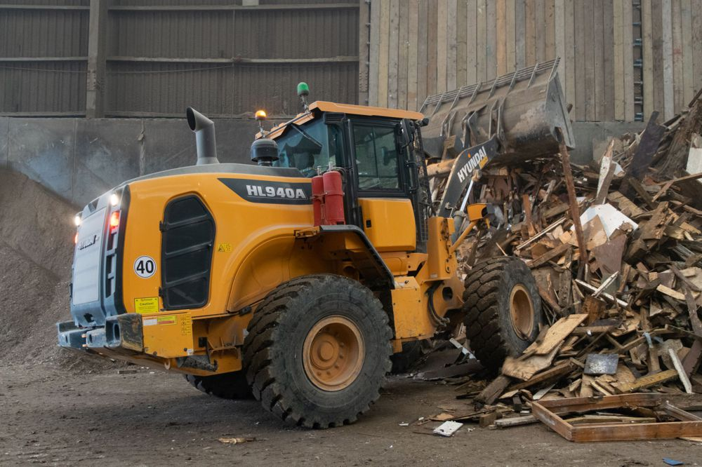 Reston Waste Management expands with Hyundai Equipment