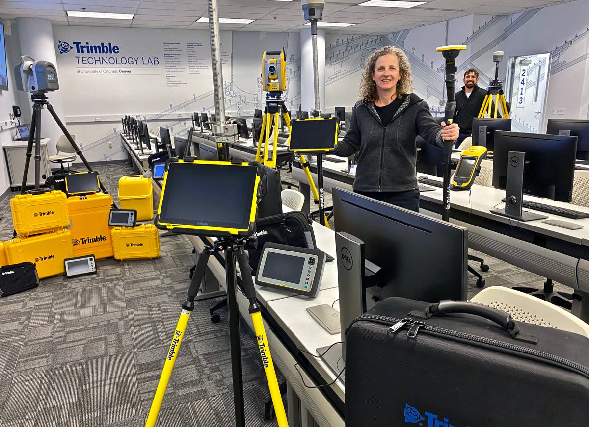 Trimble helps universities donations of Technology Labs