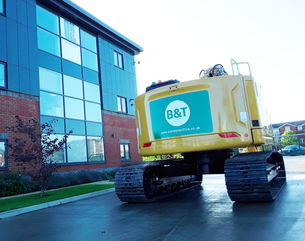 B&T Plant Hire receives first Cat 325 2D excavators in the UK