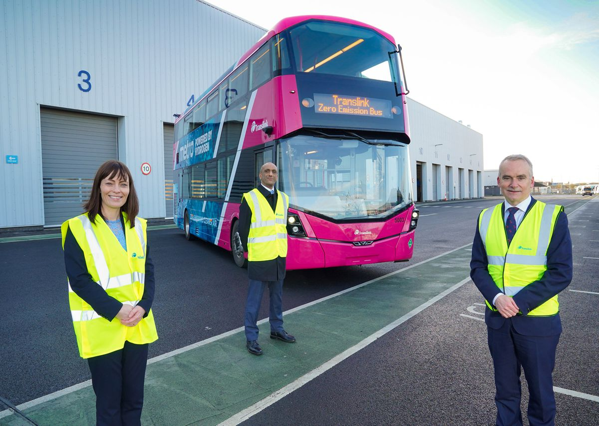 Announcing the new contract are: Nichola Mallon, Minister for Infrastructure, Chris Conway (R), Translink Group Chief Executive and Buta Atwal, Wrightbus Chief Executive. Photo by Aaron McCracken
