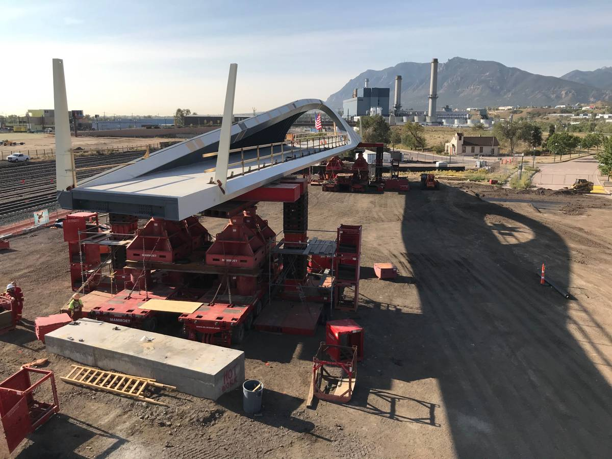 Mammoet completes railroad pedestrian bridge installation in Colorado