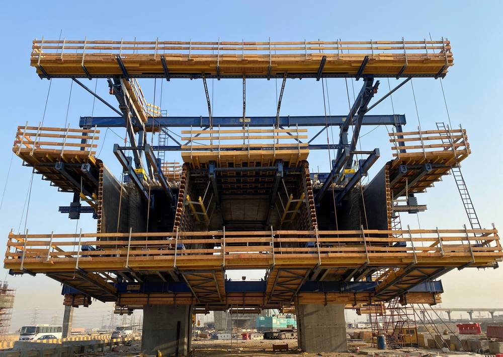 The Doka Cantilever Forming Traveller offers formwork and shoring from a single source. The ideal balance between support structure and formwork enables the construction of 470 m of the main bridge. Copyright Doka