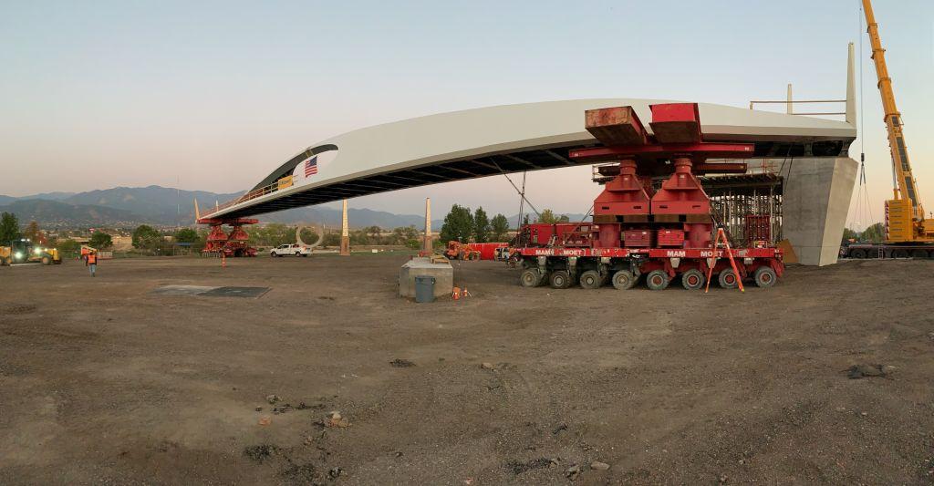 The 76m bridge was set into place using Mega Jacks and SPMTs.