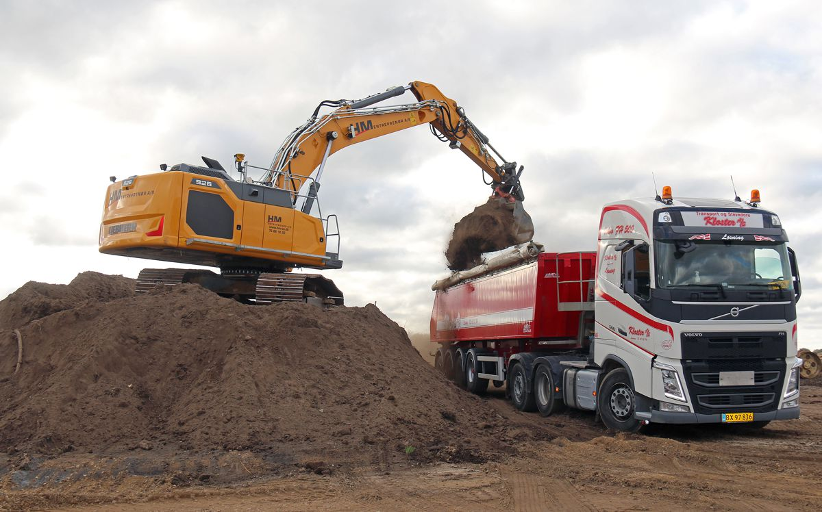 One of HM-Entreprenør's R 945 in Horsens, where the construction company and distributor Liebherr Johs. Møllers Machines is based.