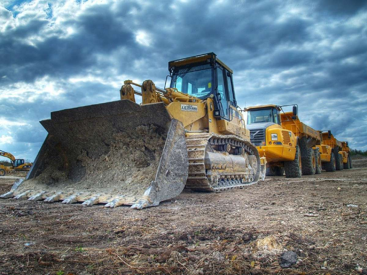 How to properly maintain heavy construction equipment