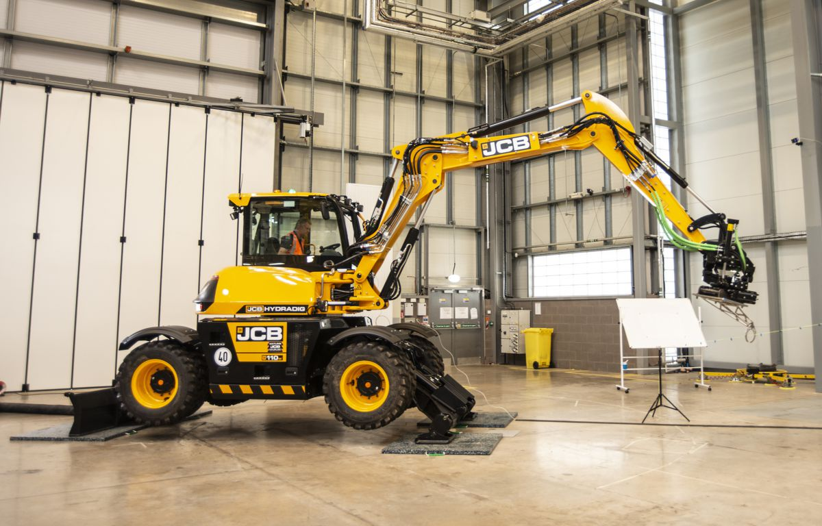 JCB Hydradig excavator playing key role in project to transform UK construction