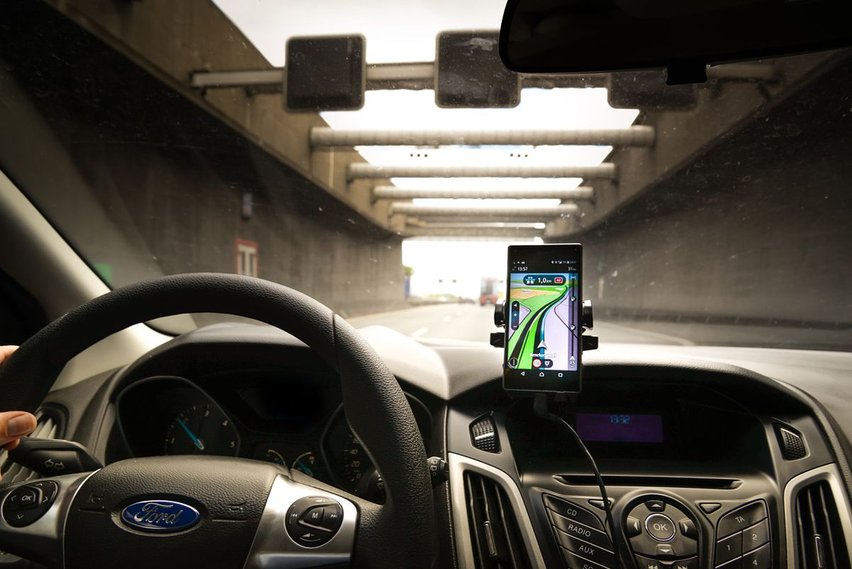 TRL is calling for further research into distracted driving to address fundamental flaws in existing legislation.