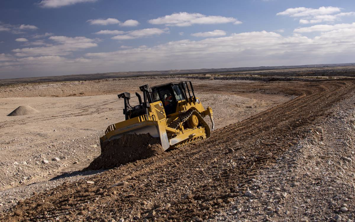 New Cat D7 Dozer delivers performance and productivity-boosting technology