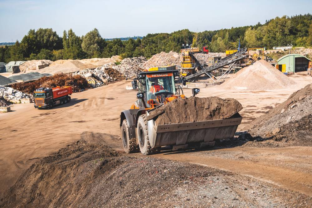 Hitachi introduces their first Stage V-compliant wheel loaders