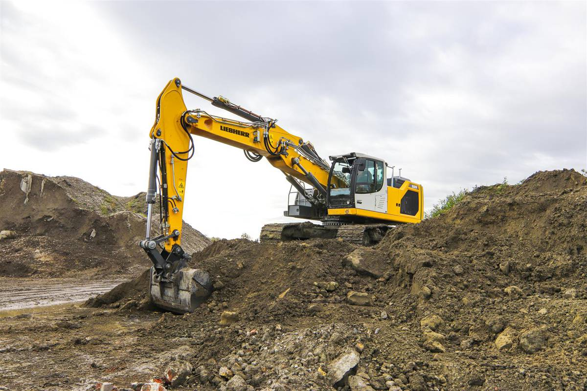 Liebherr adds new Generation 8 R 928 G8 crawler excavator