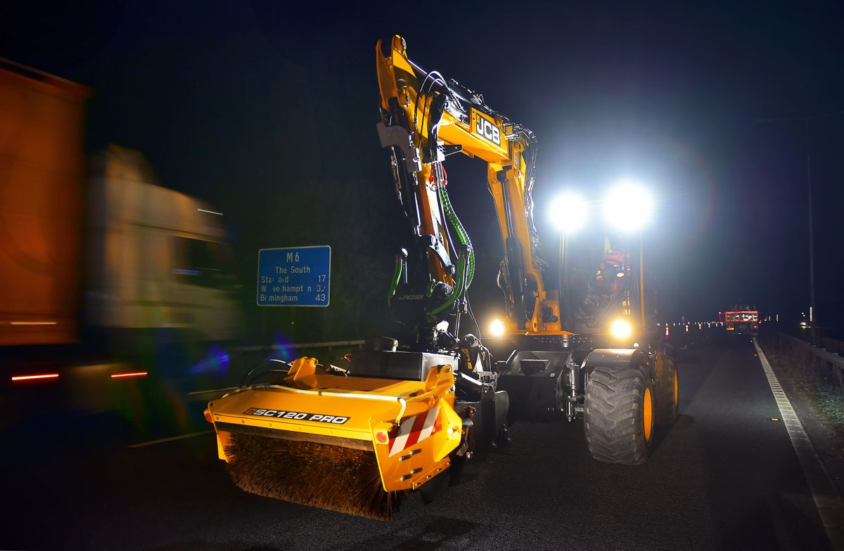 JCB PotholePro proves itself on M6 fast lane night shift