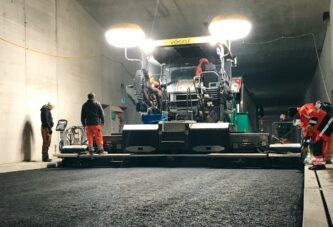 VÖGELE and HAMM deliver tunnel paving project with lower temperatures and emissions