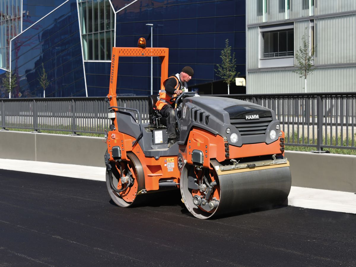 For final compaction, the Hamm HD 14i VO compact roller, with vibratory and oscillating drums, was then also deployed.