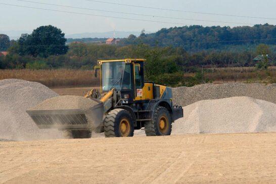 Construction equipment rental market growth trends