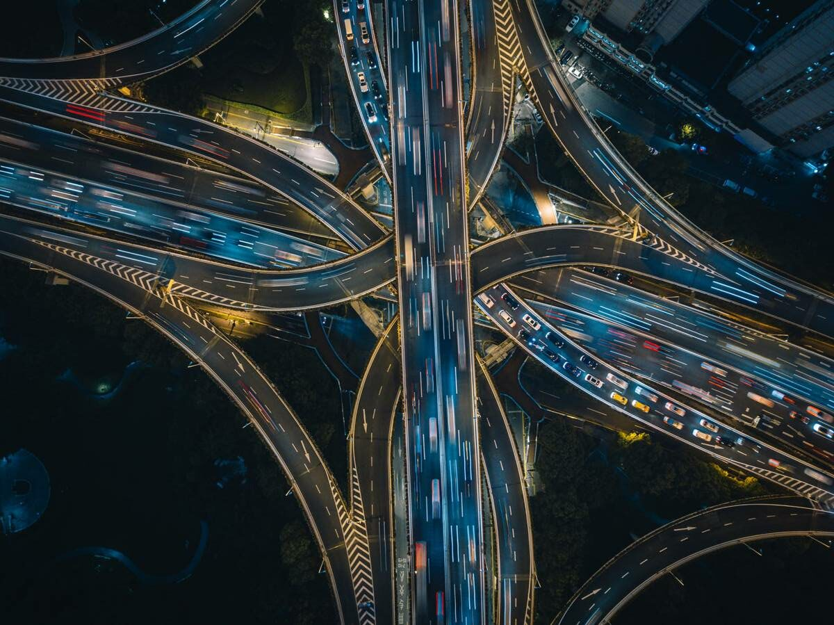 Supporting the evolution of Connected and Autonomous Vehicles
