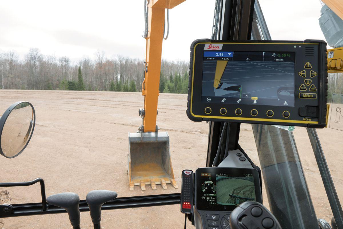 CASE introduces Leica SiteControl Machine Control Solutions for Excavators