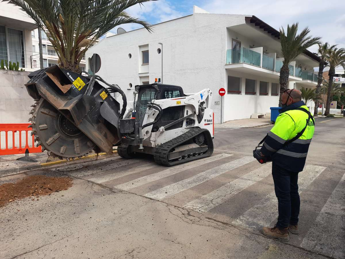 Remote control Bobcat working on the cutting edge in Spain