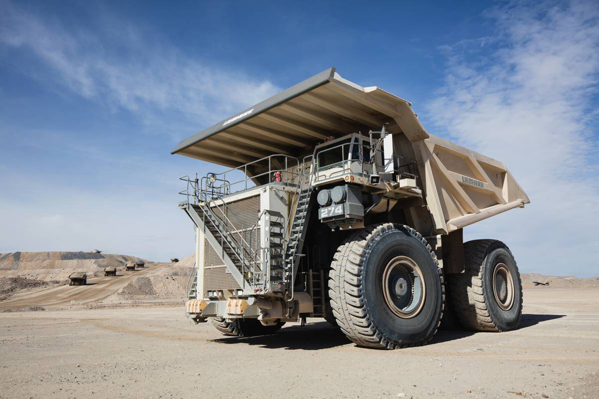 The T 274 is a true 305 tonne machine that provides fast cycle times, higher production rates, low fuel consumption, and a low cost per tonne.