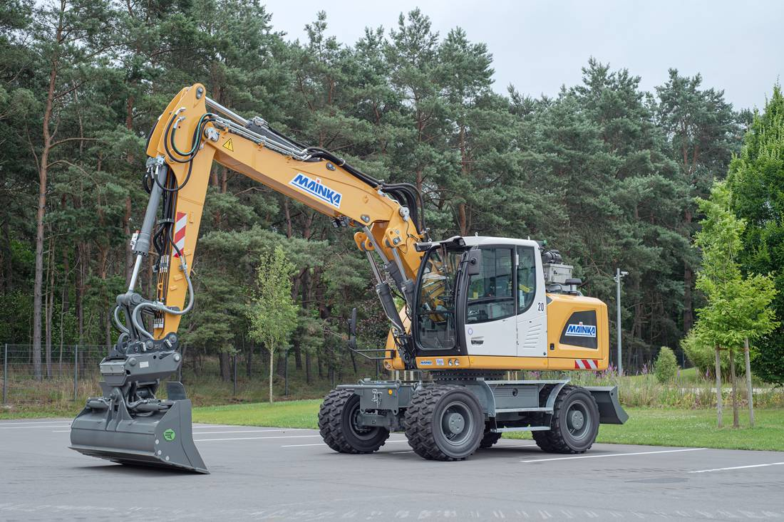Liebherr celebrates 50th machine delivered to Mainka in Germany