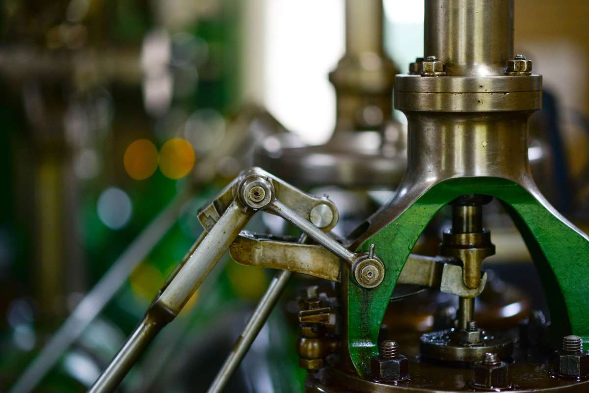 Four ways to ensure successful industrial equipment sales