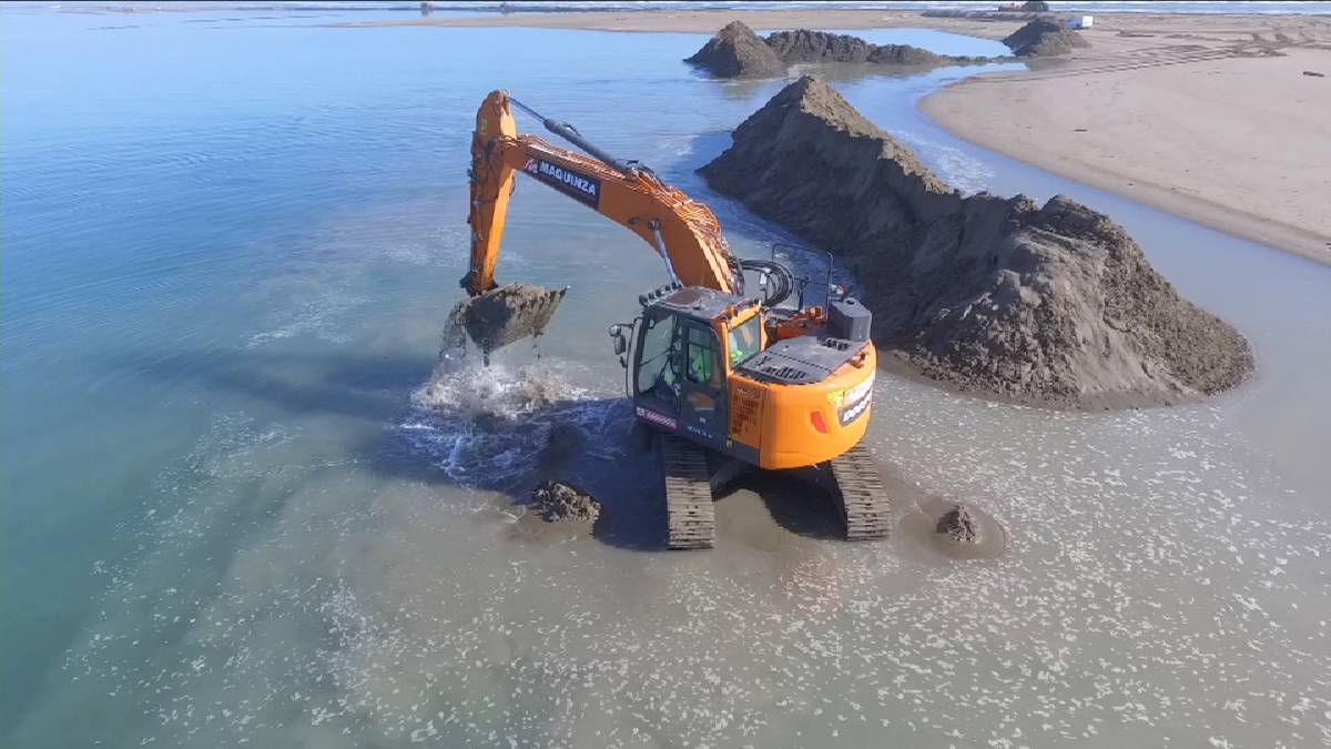 Heavy-duty Doosan Excavator called in to repair Ebro Delta damage