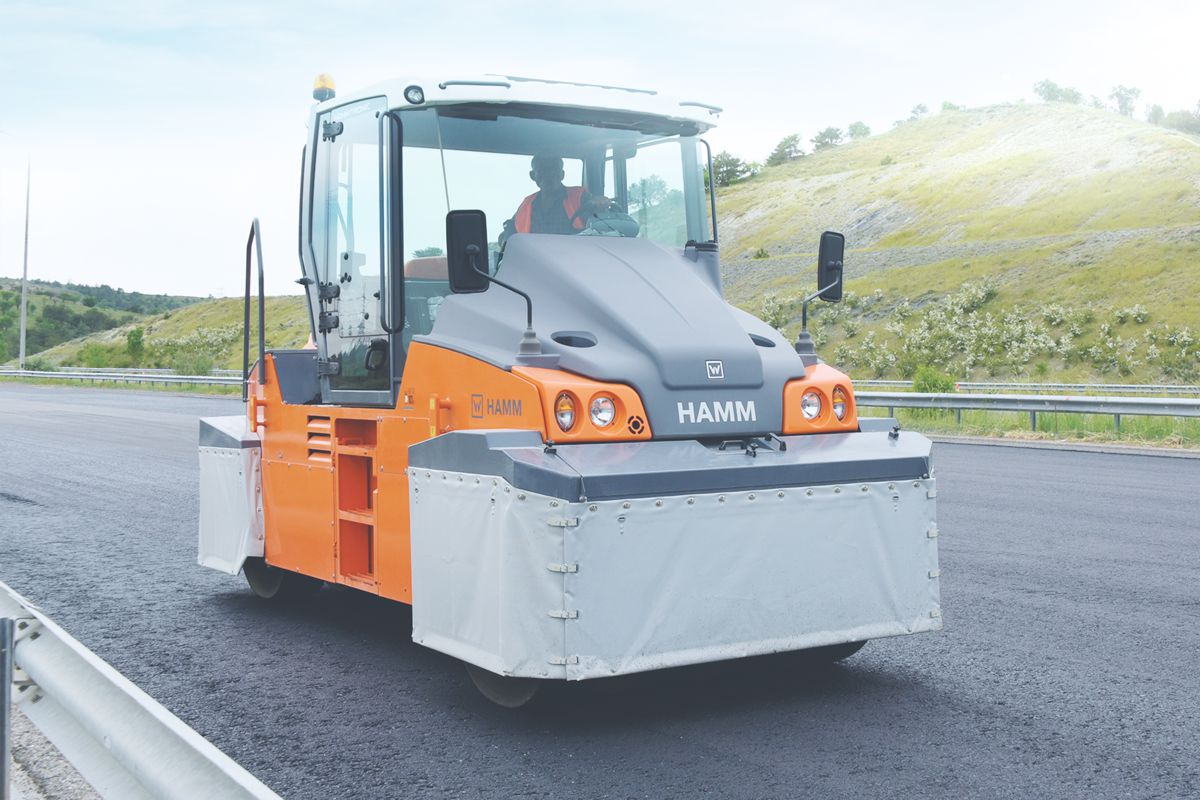 HAMM HP pneumatic-tire rollers feature large water tanks for non-stop performance