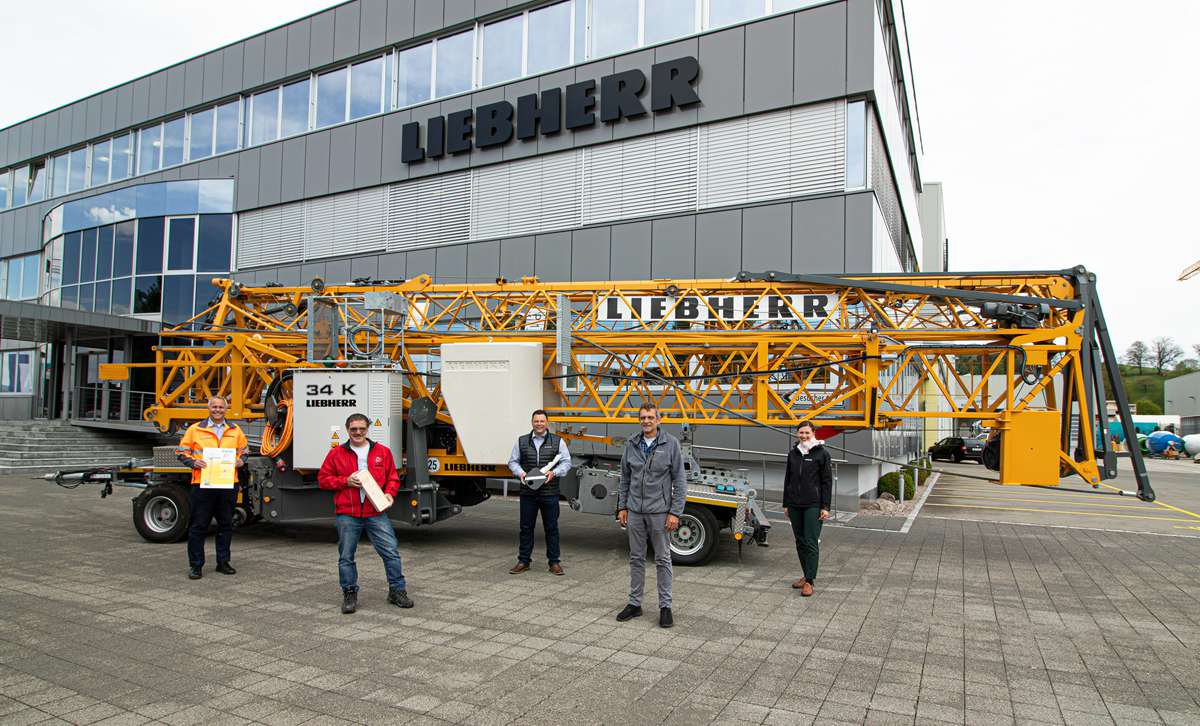Liebherr celebrates the sale of 2,000 34K fast-erecting cranes