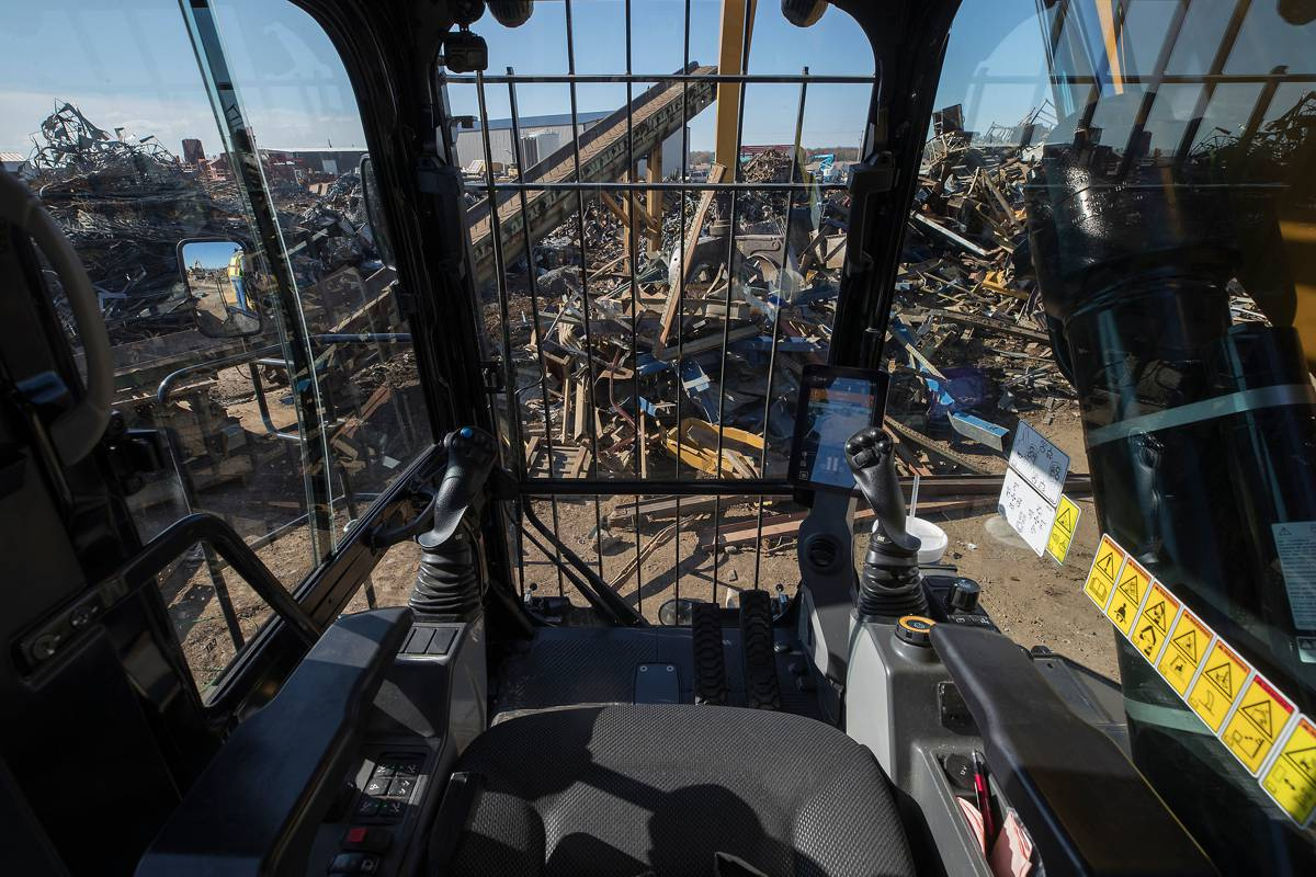 Cat's new MH3040 Material Handler cuts fuel by up to 25 percent